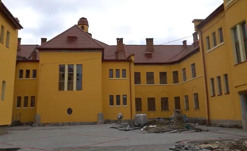 У травні 2020 обіцяють відкрити Палац культури та мистецтв у Мукачеві