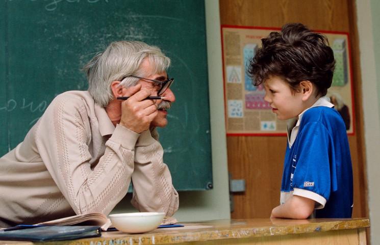 У Міносвіти розповіли, чи звільнятимуть масово вчителів-пенсіонерів