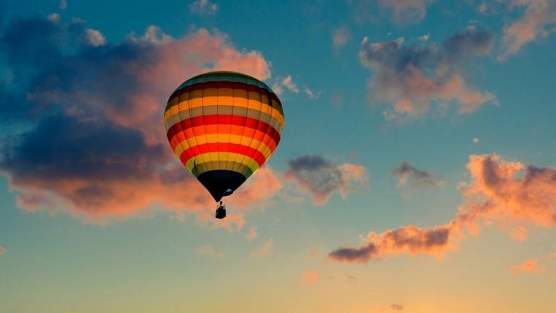 Політ на повітряній кулі над замком: у Мукачеві з'явилась нова атракція