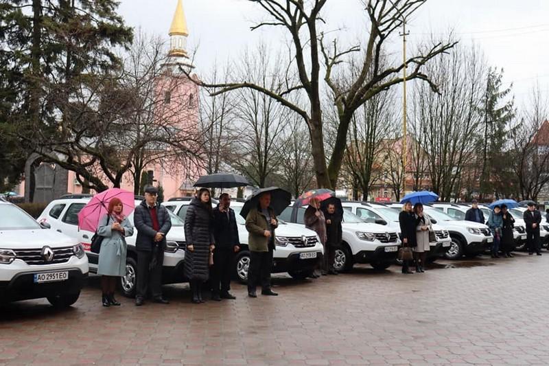 Сільські амбулаторії Іршавщини отримали 16 автомобілів