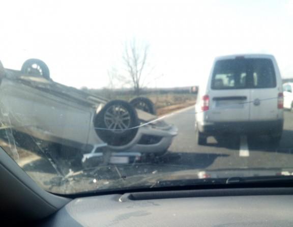 Карколомна ДТП у селі на Мукачівщині: автівка перекинулась на дах
