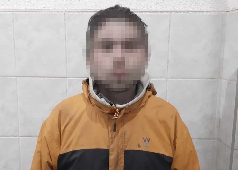 У Мукачеві чоловік напав на перехожого, побив та відібрав від нього телефон