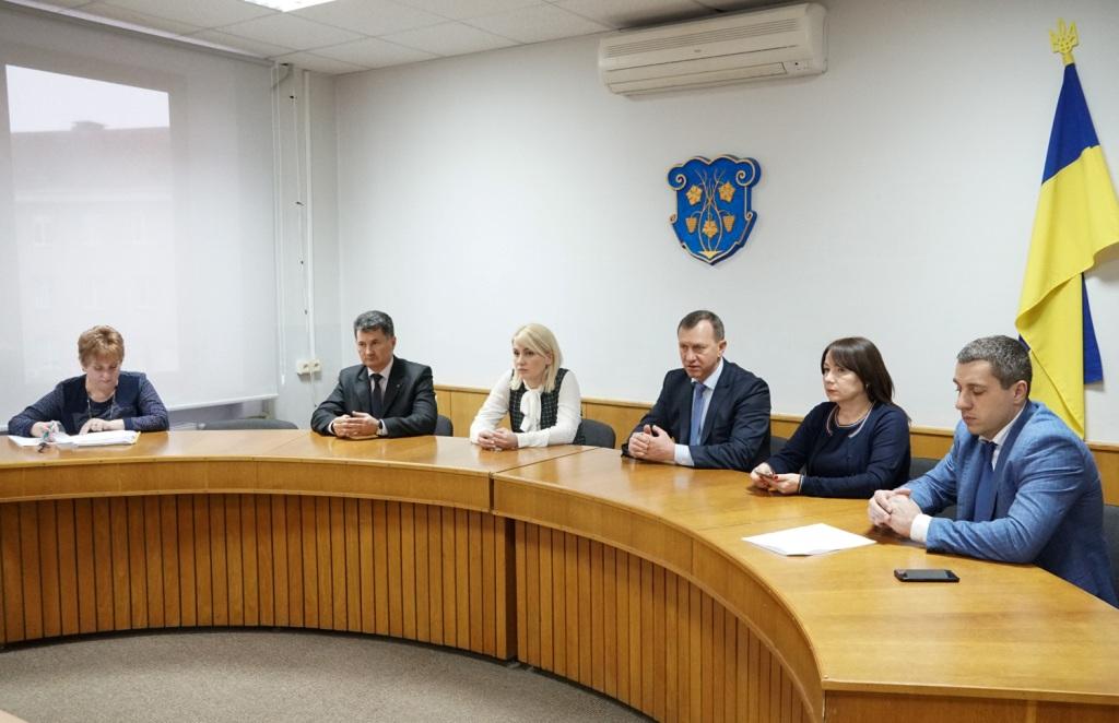 В Ужгороді скасовано масові заходи та заборонено відвідувати хворих у медзакладах