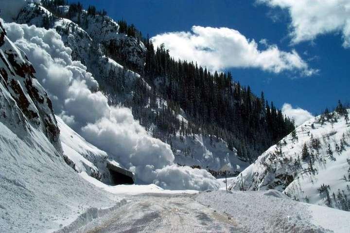 Туристів закликають утриматися від походів у гори
