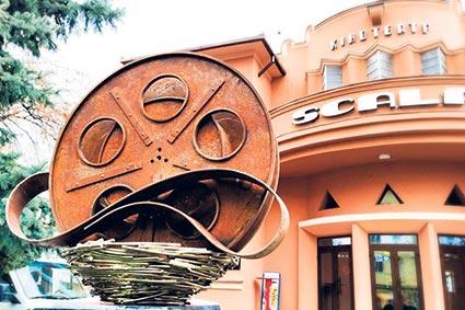 У Мукачеві та Тячеві через карантин закрили кінотеатри