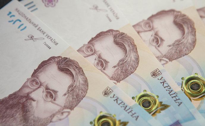 Гривня продовжує стрімке падіння відносно долара
