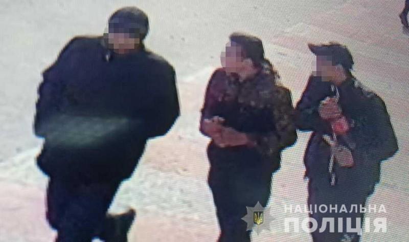 Двоє неповнолітніх пограбували чоловіка, погрожуючи ножем