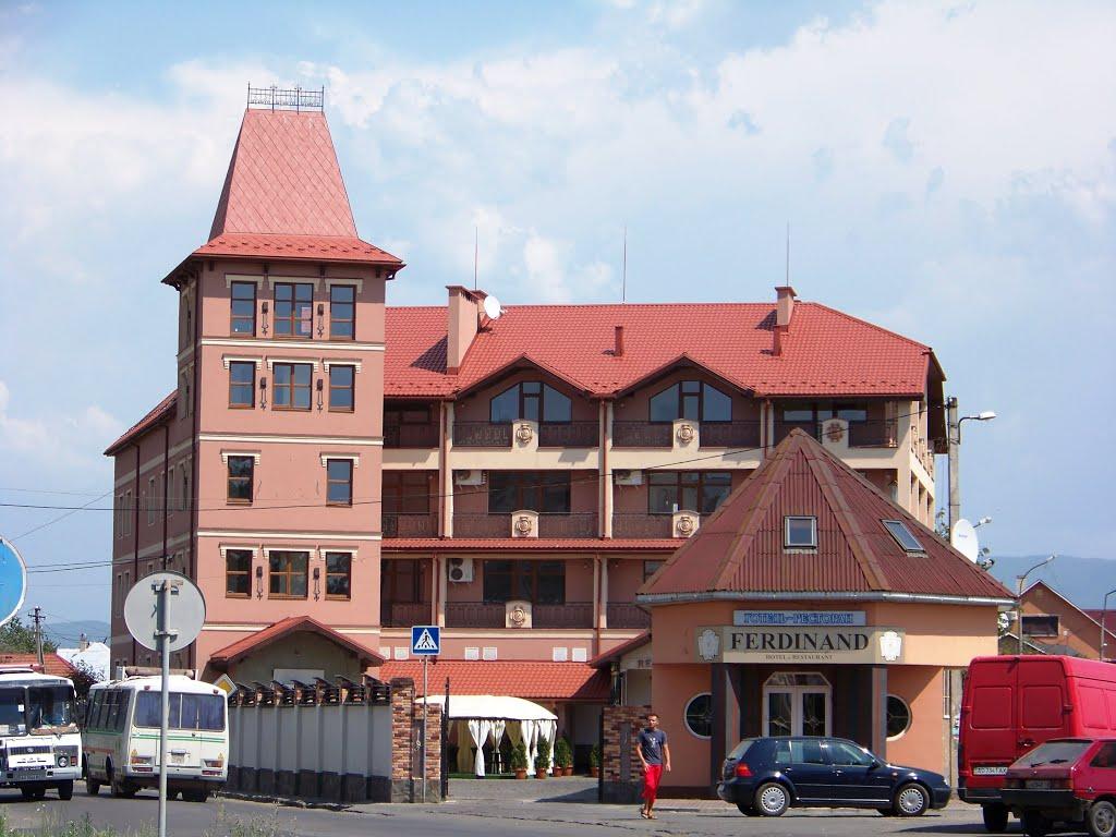 У Мукачеві повідомили про вибухівку, начебто, закладену у відомому готелі міста