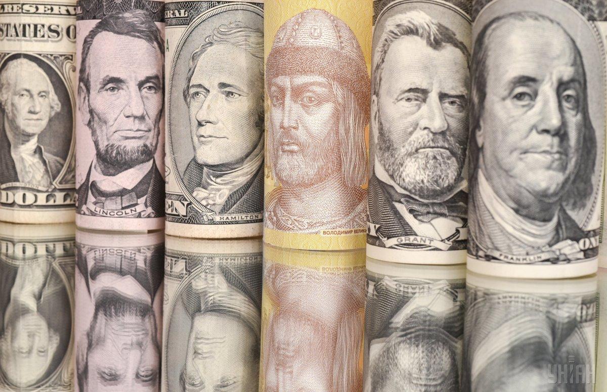 Гривня продовжує падати: курс валют на 19 березня