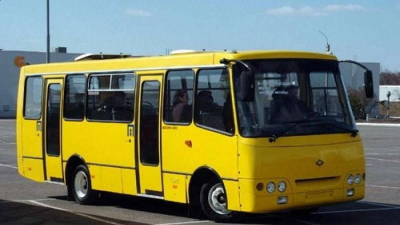 Автобуси не їздять: закарпатці не знають, як добиратися на роботу
