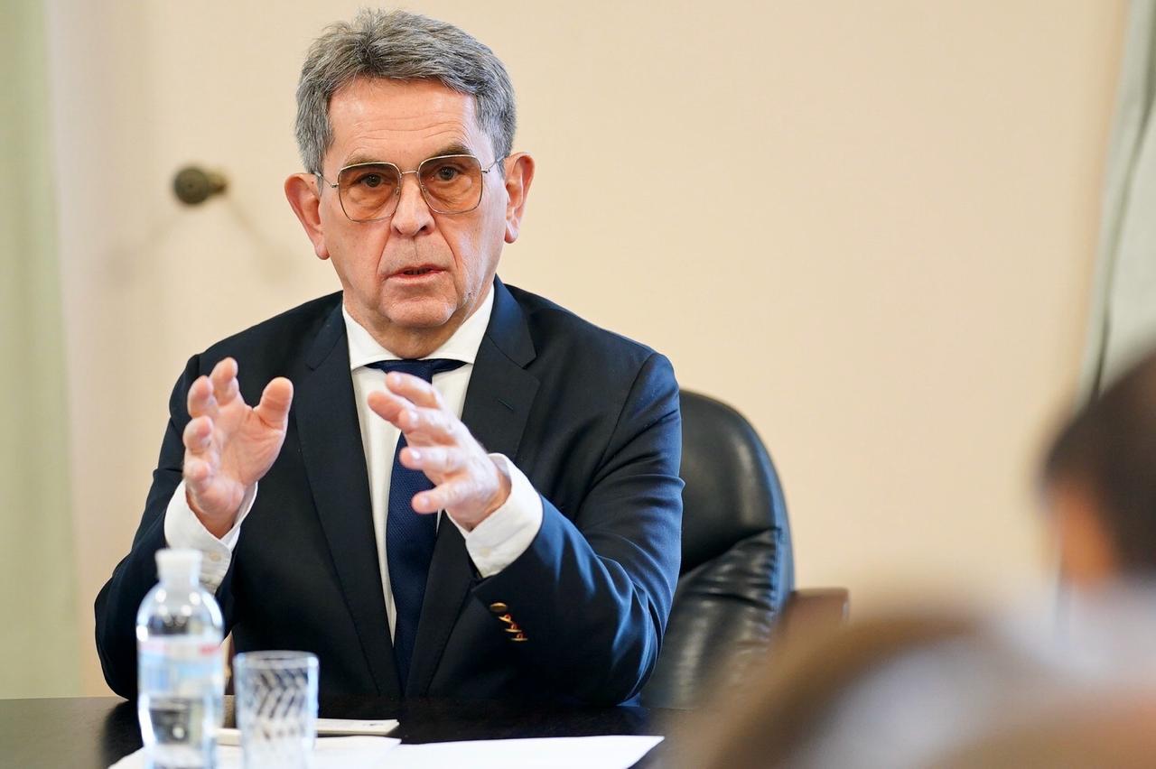 Ємець попросив ввести в Україні надзвичайний стан, а депутати повідомляють про його можливу відставку