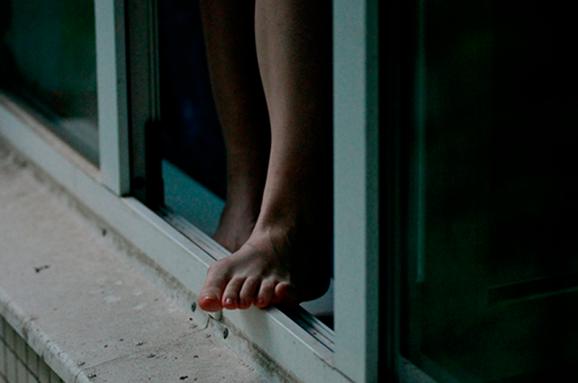 Вранці в Ужгороді закарпатка вистрибнула із вікна 4 поверху