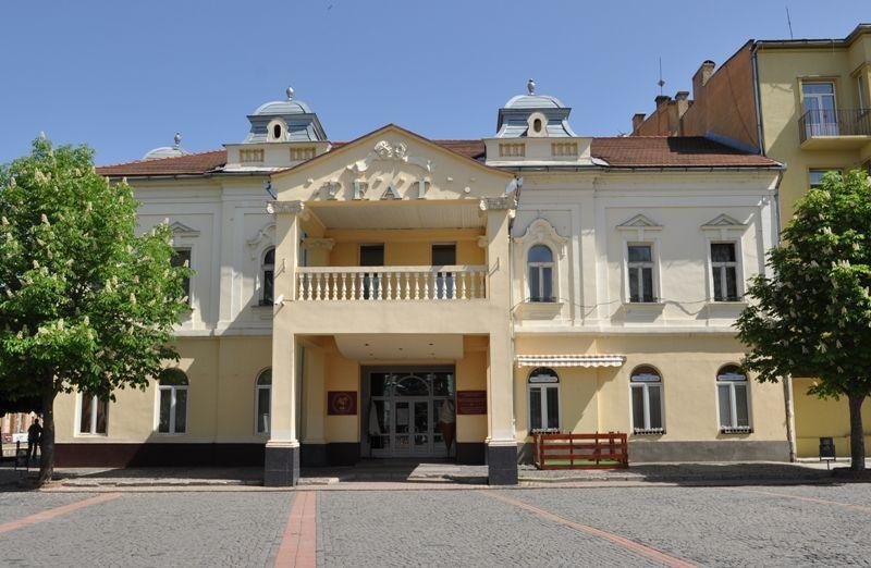 Через карантин сесію Мукачівської міськради проведуть не у ратуші, а у драмтеатрі