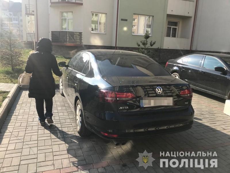 В Ужгороді чоловік напав на жінку і погрожував їй ножем
