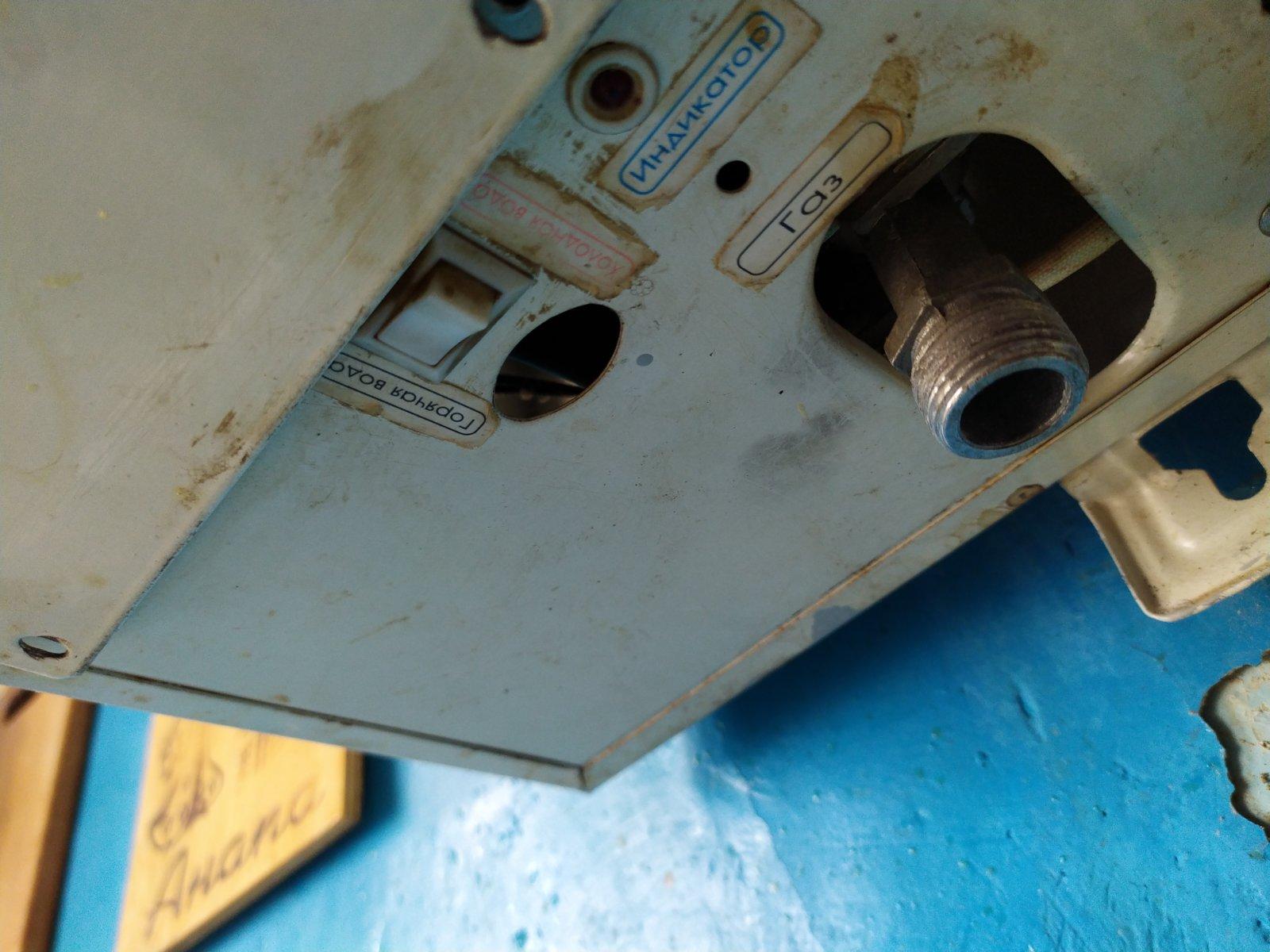 У Берегові чоловік переплутав труби і у газопровід подав воду