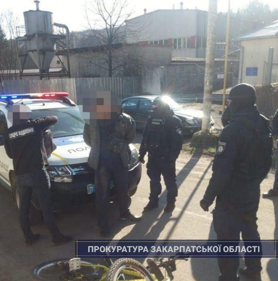 Погоджено підозру наркоторгівцю, якого в Ужгороді затримали за збут метамфетаміну