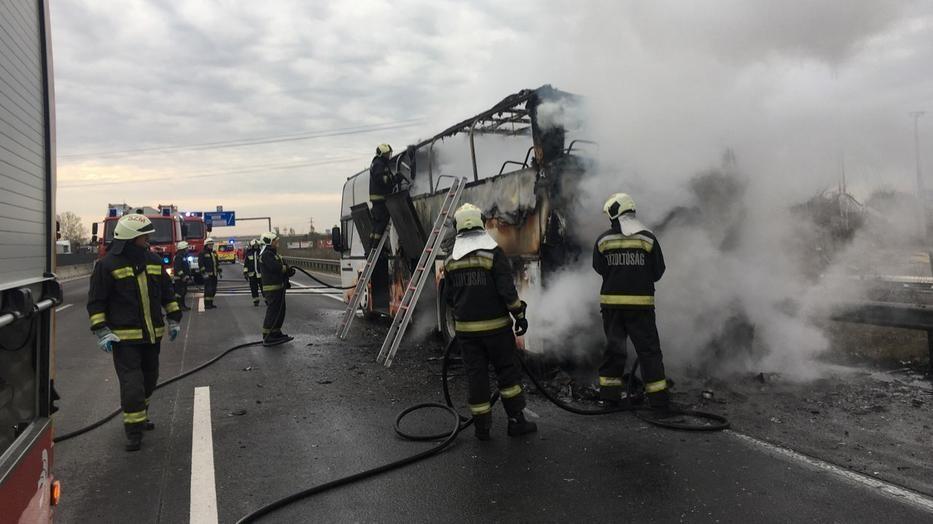 В Угорщині загорівся автобус, в якому були понад 40 заробітчан