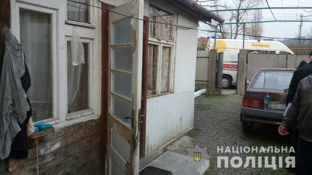Бив дерев'яною дошкою по голові: у Мукачеві скоєно вбивство