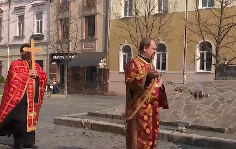 У Мукачеві священники благословили місто молитвою