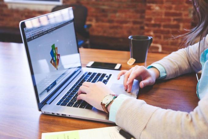 """Зеленський презентував проєкт """"Всеукраїнська школа онлайн"""": список каналів, які показуватимуть навчання"""