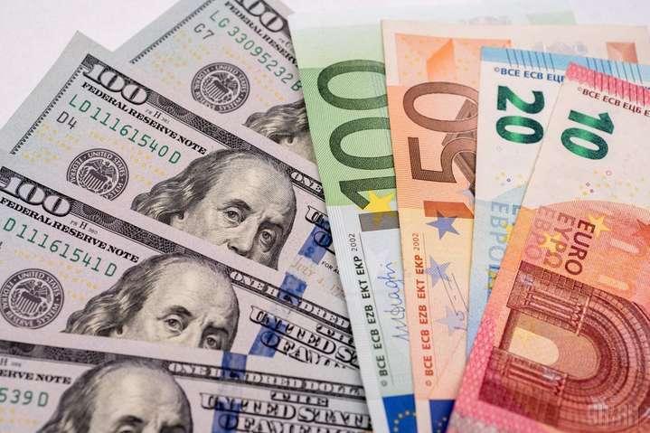 Курс валют на 1 квітня: долар і євро впали у ціні