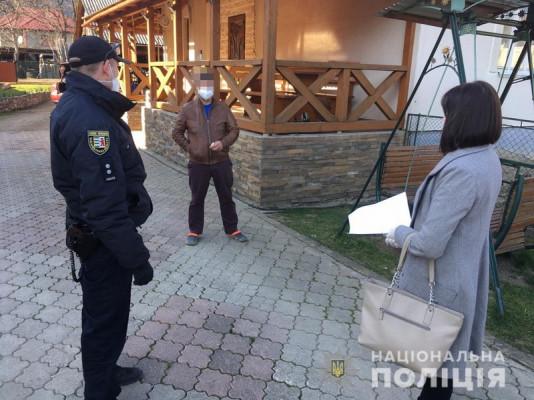 Поліція перевіряє закарпатців, які нещодавно повернулися із-за кордону