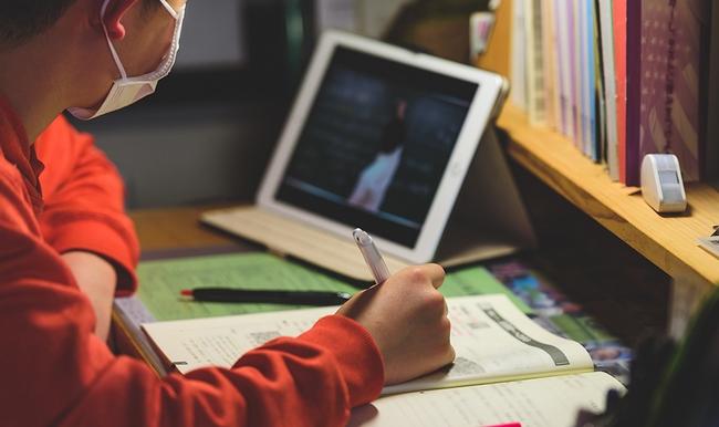 Онлайн-уроки для школярів: розклад занять і список каналів