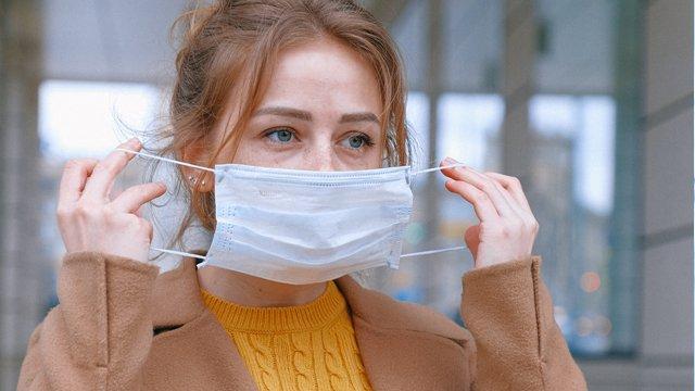Уряд пояснив, чи зобов'язані магазини та аптеки видавати відвідувачам маски безкоштовно