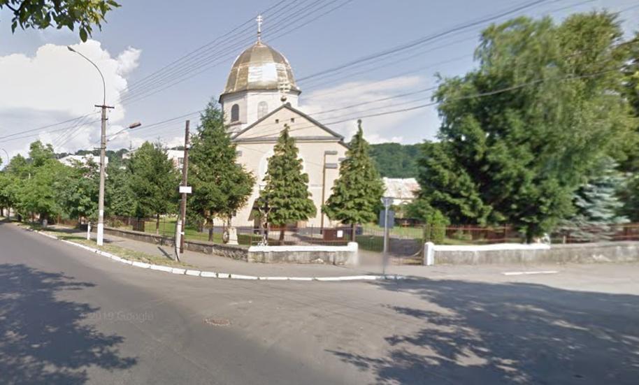 Священики будуть іти по вулицях і освячувати паски: один із храмів Мукачева визначився із святкуванням Великодня