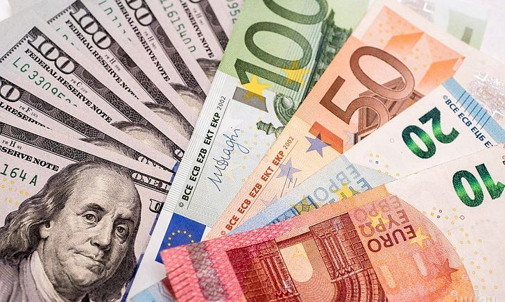 Курс валют: долар і євро знову здешевшали