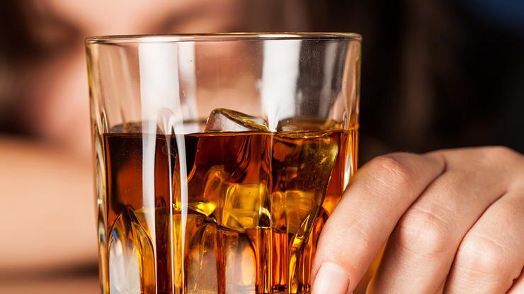 Українцям заборонили вживати алкоголь на обсервації
