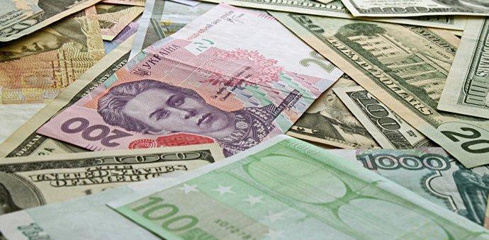 На початку тижня гривня зміцнилася до долара та євро