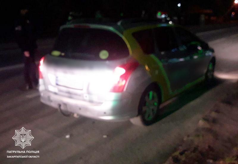Водій однієї з ужгородських служб таксі керував автомобілем напідпитку