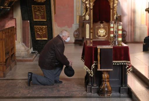 Коли та де дивитися Великодні богослужіння на українських телеканалах
