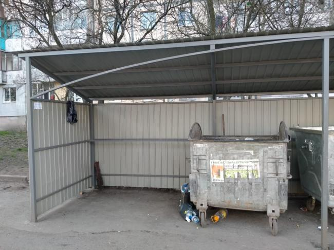 У передсвятковий період у Мукачеві встановлять додаткові сміттєві контейнери