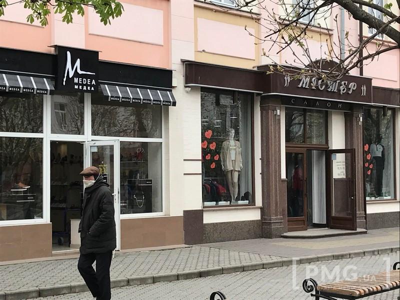 Поліцію просять розібратись із ситуацією з відкриттям перукарень і магазинів у Мукачеві