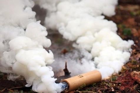 Вночі у двір мукачівського адвоката кинули димову шашку