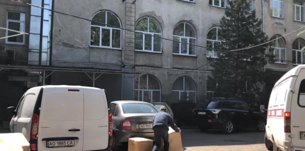 В обласній лікарні ім. Новака почали розподіляти засоби захисту для медиків