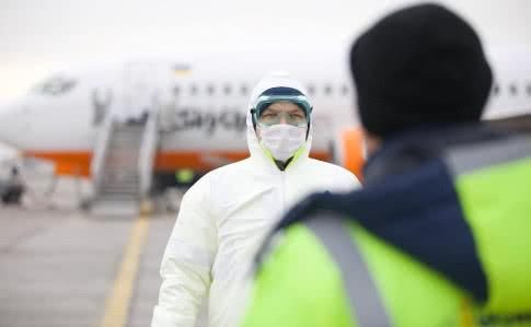 Українців повернуть додому: список міст світу, з яких евакуюють людей