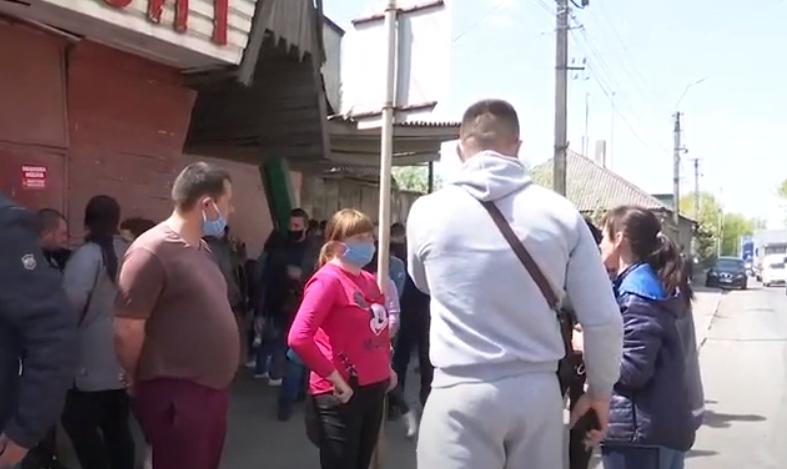 Залишились без роботи і грошей: закарпатці влаштували акцію протесту
