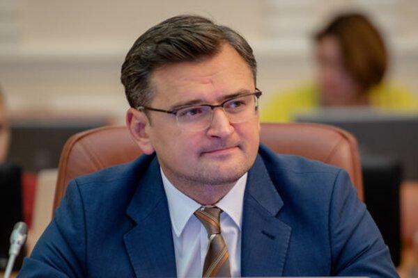 Міністр пояснив, чому не варто випускати заробітчан за кордон