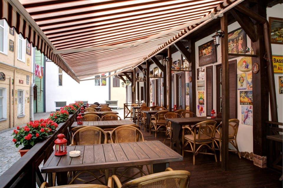 Депутати просять прем'єра дозволити роботу літніх терас біля кафе і ресторанів