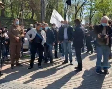 """""""Прийшли, тому що безробітні"""": під Кабміном протестують підприємці"""