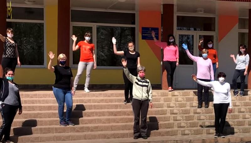 Вчителі однієї із шкіл Закарпаття підготували для учнів зворушливе відео