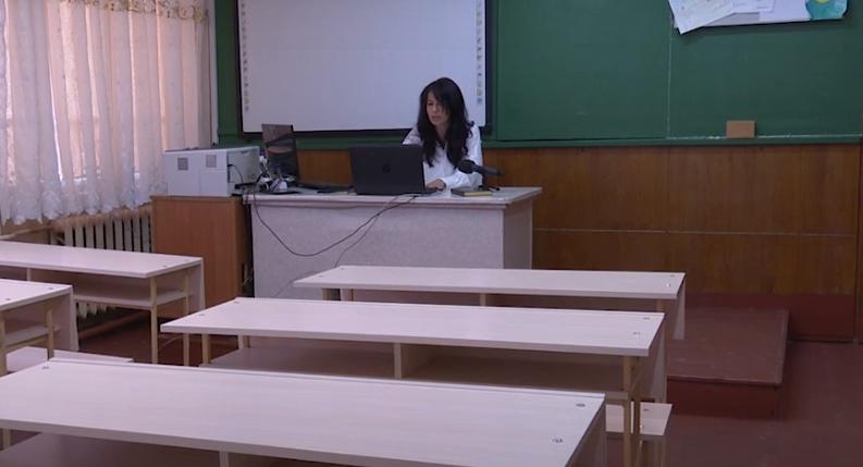 Як закарпатська вчителька проводить уроки в пустому класі