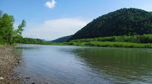 Водолази шукають у річці труп