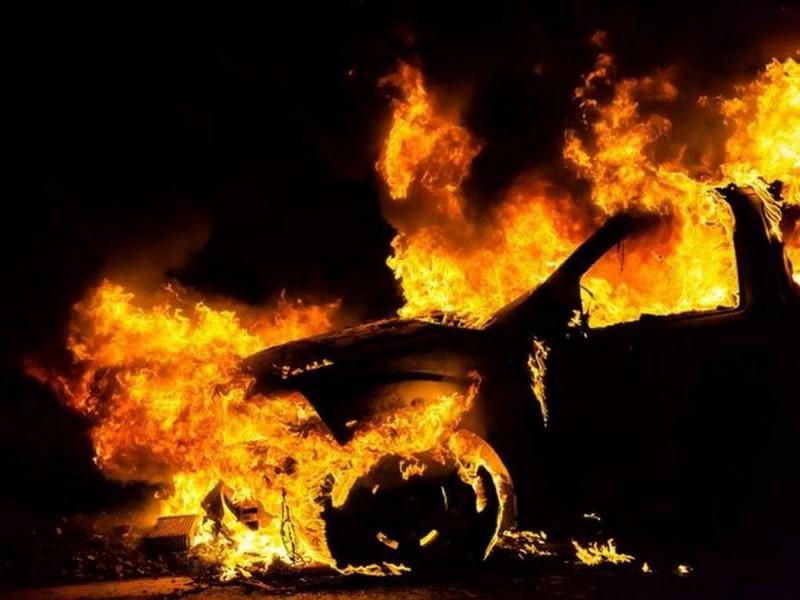 На одній із вулиць Мукачева вночі загорілась машина