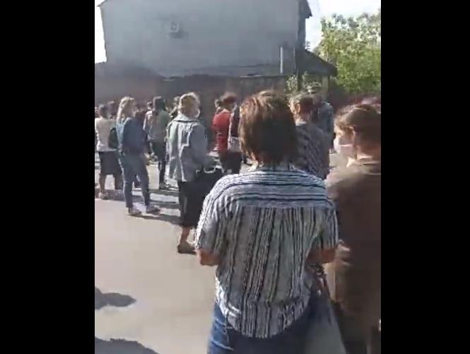 Обурені закарпатці перекрили дорогу Мукачево-Рогатин