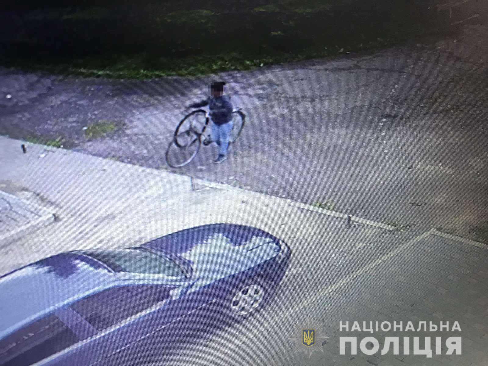 Жінка вкрала велосипед, а чоловік – телефон: у Мукачеві скоєно два злочини