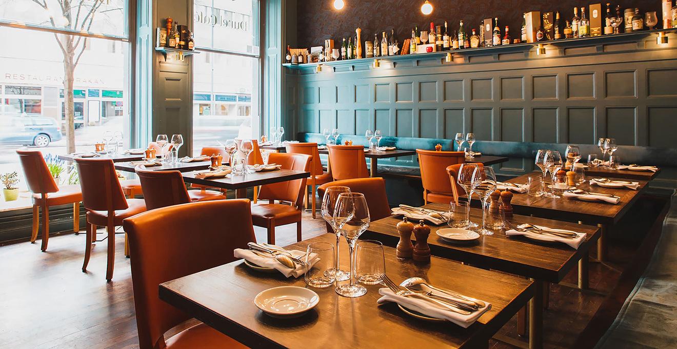 Роботу кафе і ресторанів у приміщеннях можуть дозволити з 10 червня